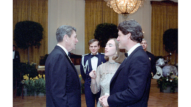 Ronald Reagan meets with Hillary Clinton and Bill Clinton in 198319181080