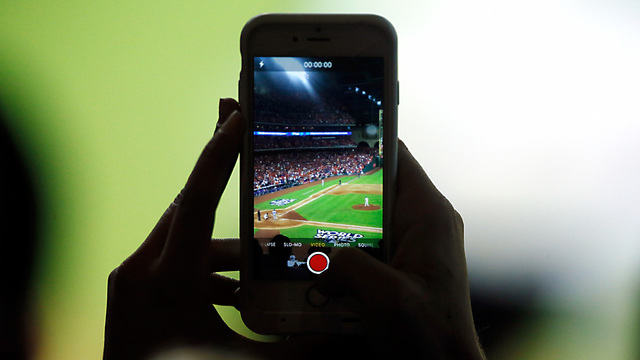 Astros Dodgers Game 3 fan phone79600764