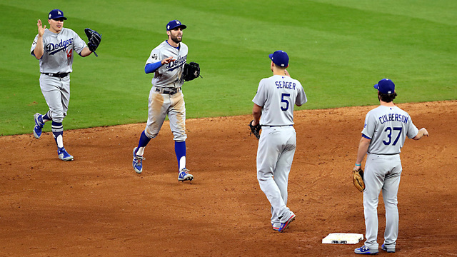 Astros Dodgers Game 4 finish79676567