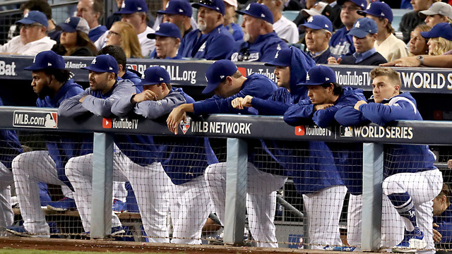 Astros Dodgers Game 7 dugout38731621
