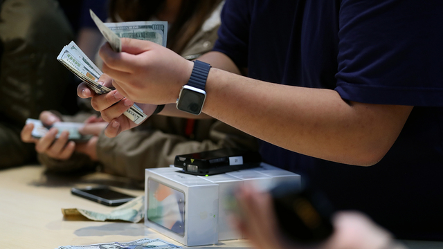 iPhone X release Counting cash.jpg23592704