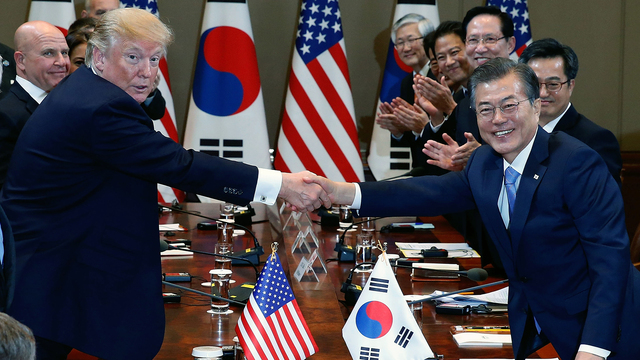 Trump shakes hands with Moon Jae-In.jpg46093736