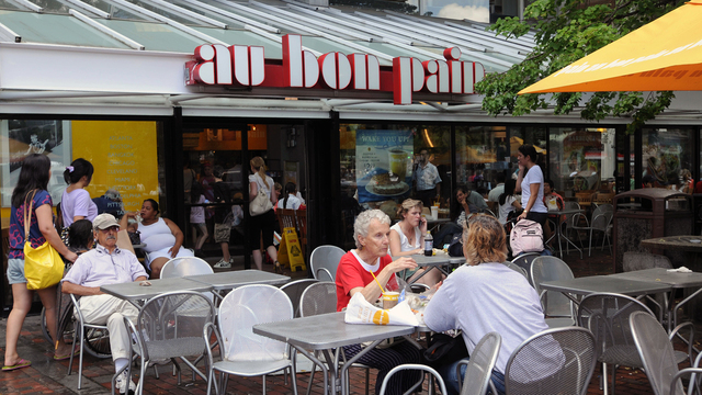 Au Bon Pain in Harvard Square.jpg75823111