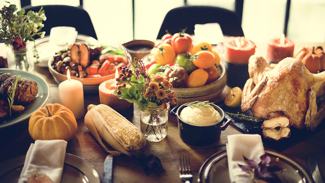 Simple and sophisticated Thanksgiving centerpieces