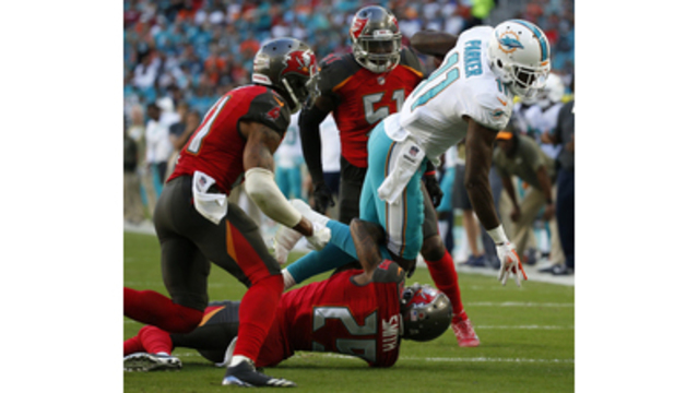 Jay Cutler's third interception helps Bucs build 13-6 lead