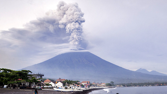 Bali airport reopens after volcano eruption