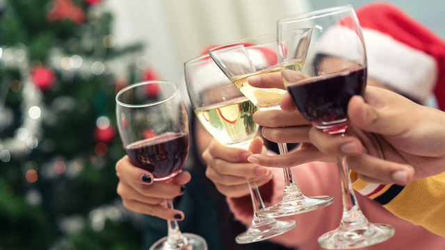 Alcohol during the holidays: 4 ways to sip smarter