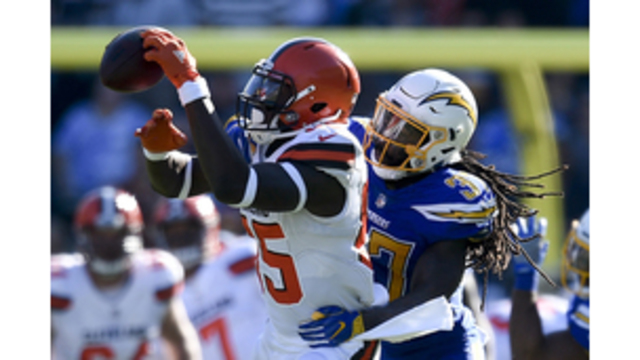 Hayward plays with heavy heart as Chargers beat Browns 19-10