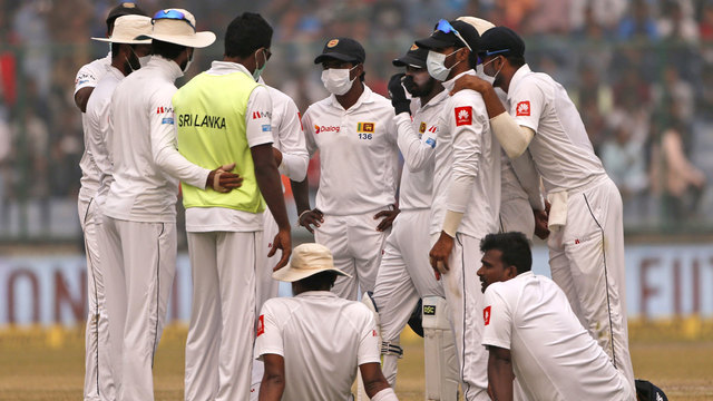 Cricket players battle through thick New Delhi smog