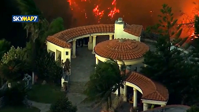 Southern California wildfire threatens thousands of homes