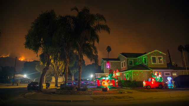 Thomas Fire in California Dec 10 Christmas Lights on House.jpg41575172