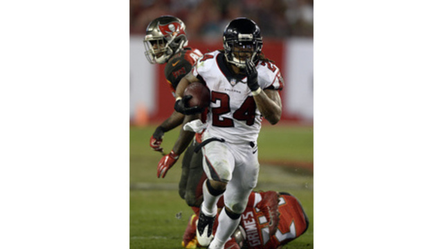 Bucs drop 4th straight in 24-21 loss to Falcons