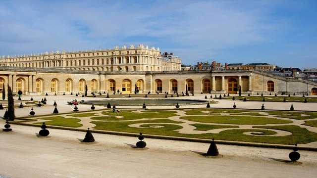 Tips for a non-touristy visit to Versailles