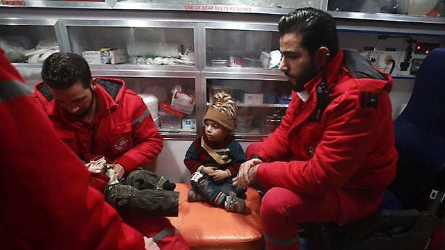 Syria: Eastern Ghouta medical evacuations begin following 'long negotiations'