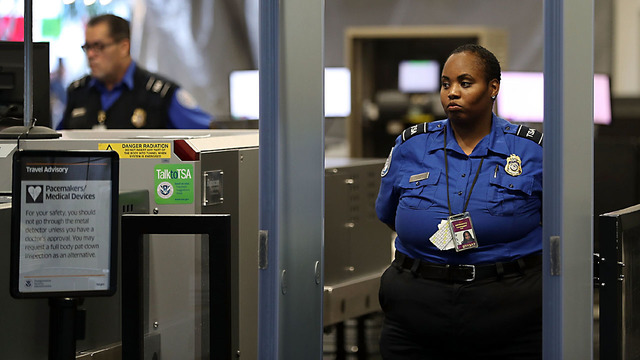 Computer Glitch Paralyzes Customs Processing at US Airports