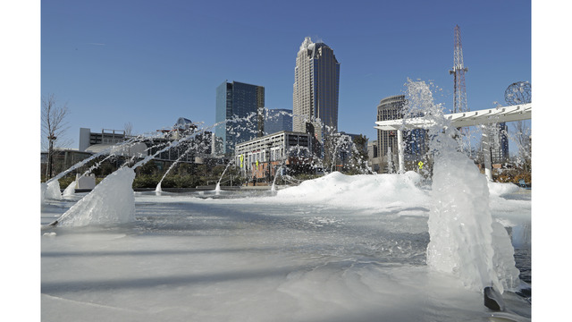 Storm slaps coastal South with most snow in nearly 3 decades