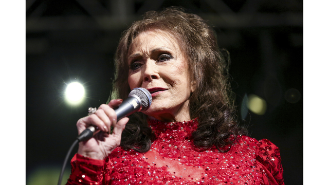 Loretta Lynn Suffers Broken Hip in Fall