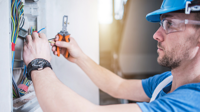 7 questions to ask your electrical contractors