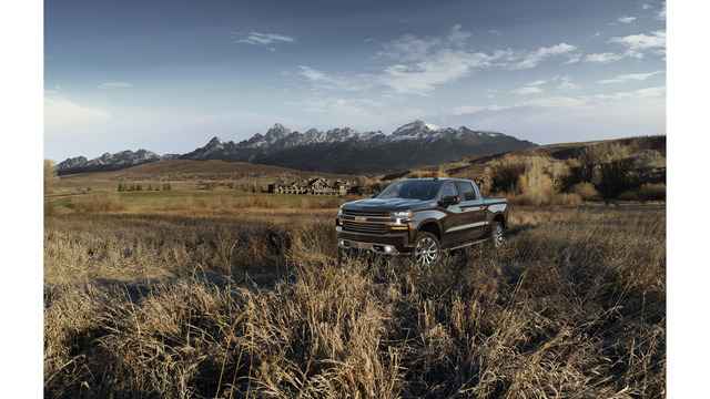 Chevrolet Silverado Unveiled, Drops 450 Pounds And Gains A Diesel Engine