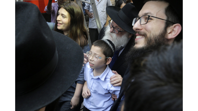 Netanyahu visits Chabad House with young Moshe