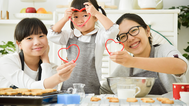 Ways for parents, kids to celebrate Valentine's Day as a family