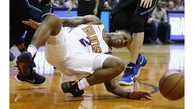Phoenix Suns guard Isaiah Canaan suffers ugly injury vs. Mavericks
