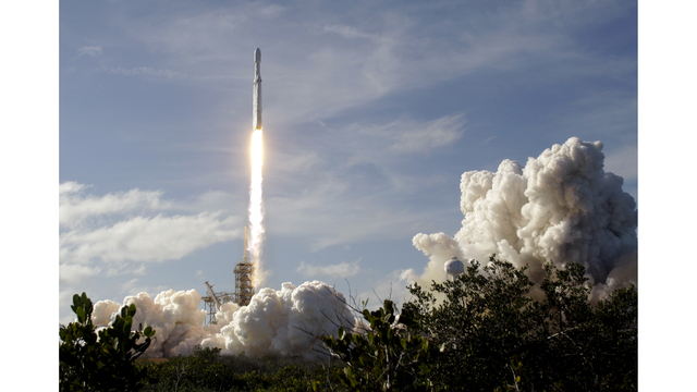SpaceX successfully launches Falcon Heavy rocket