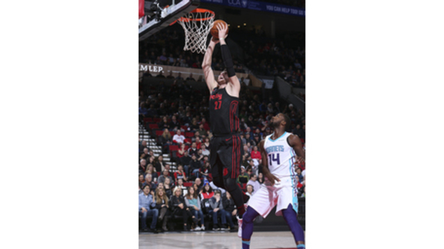 Blazers hold off Hornets in OT, end skid
