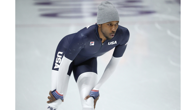 Shani Davis skips opening ceremony after losing coin toss