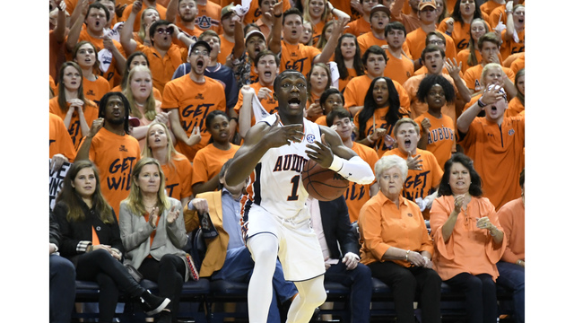 Florida boosts NCAA resume by beating No. 12 Auburn 72-66