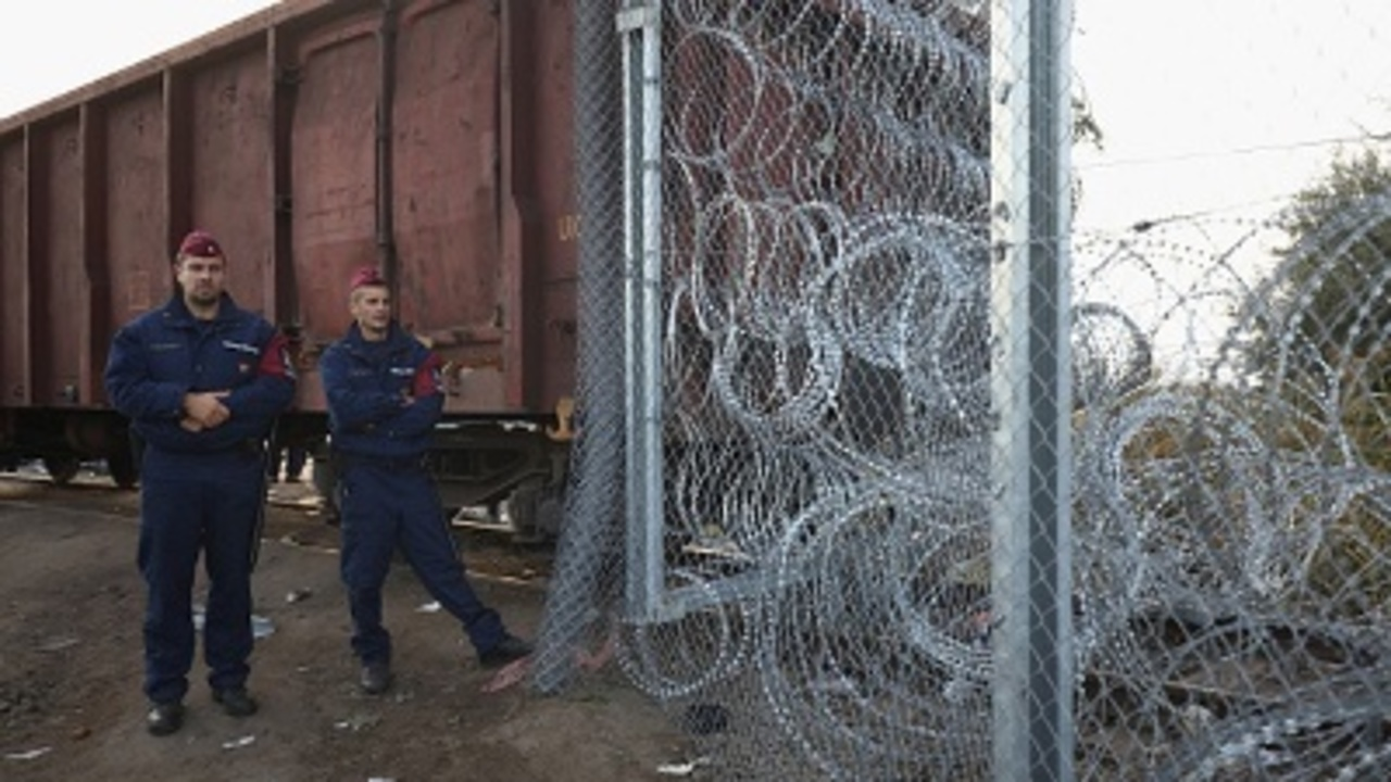Migrant crisis: Hungary closing a border
