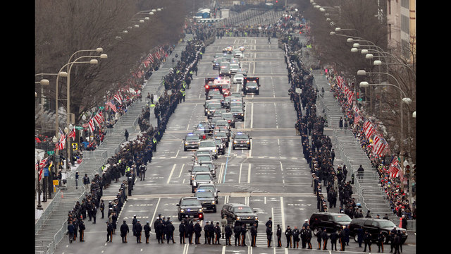 presidential%20motorcade%20heads%20to%20Capitol%20for%20inauguration_1484929089858_182788_ver1_20170120165448