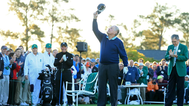 Jack Nicklaus holding up hat in Arnold Palmer's honor at 2017 Masters52706074