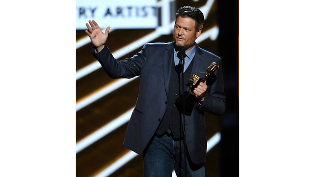 Billboard 17 Blake Shelton19346350