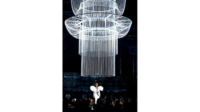 Billboard 17 Celine Dion chandelier05783658