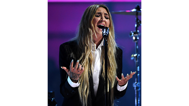 Billboard 17 Julia Michaels06394678