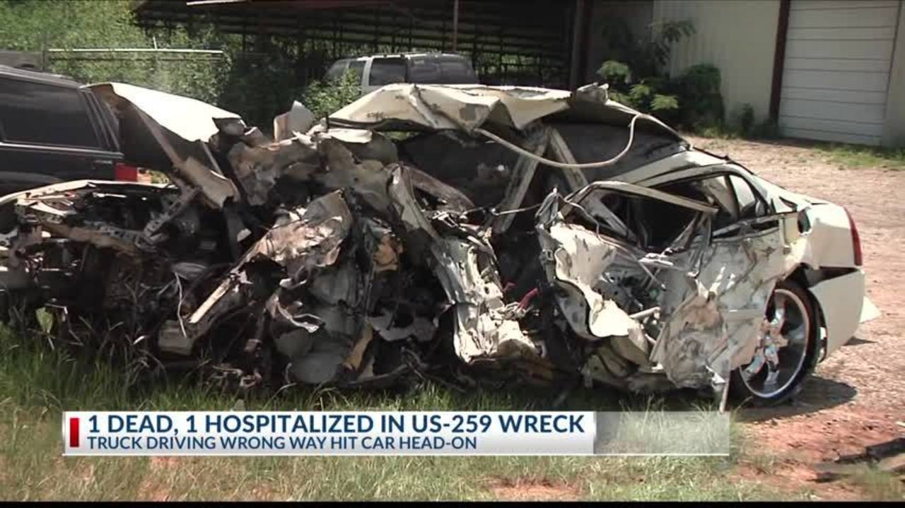 1 dead, 1 hospitalized on US 259 wreck