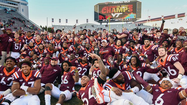 Happy Fans 15 Virginia Tech.jpg88723582