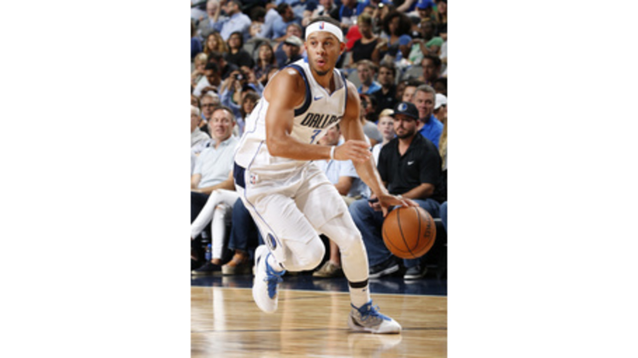 139d3d77230e Seth Curry out indefinitely for Mavs with left leg injury