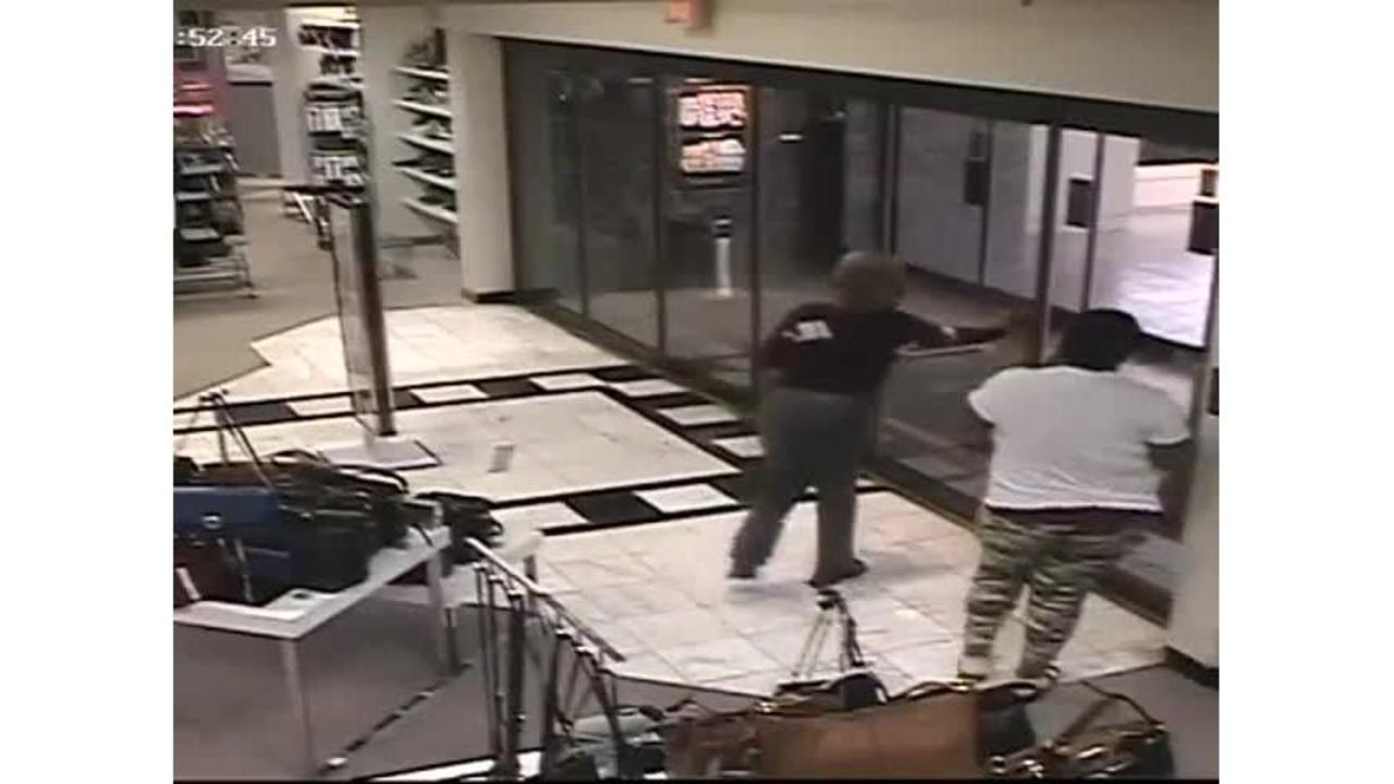 4a97bc2dec2 SPD: Two women steal purses from Mall St. Vincent