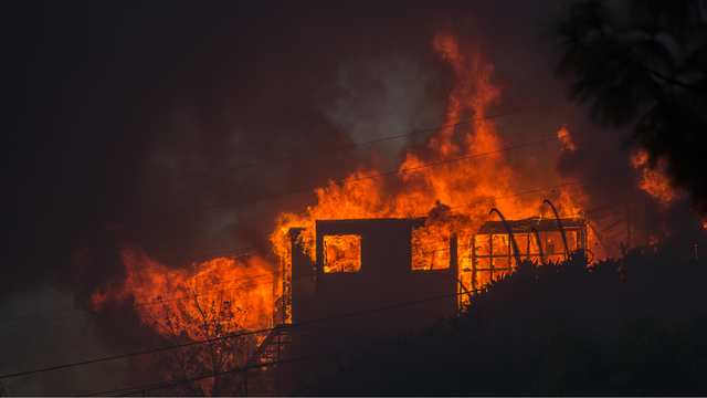 Creek Fire in California on Dec 5 House Burns.jpg65743130