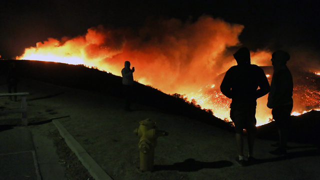 Creek Fire in California on Dec 5 People Watching Flames.jpg98986301