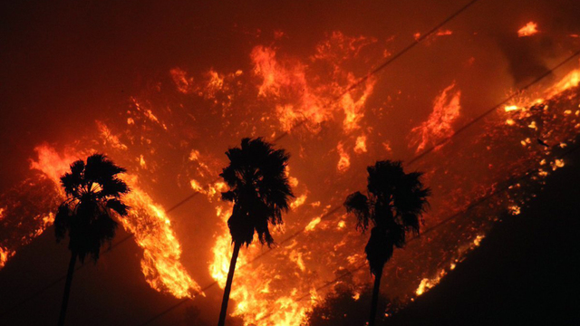 Thomas Fire in California Dec 5 Night Flames.jpg72350334