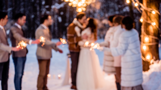 How to make your winter wedding cozy