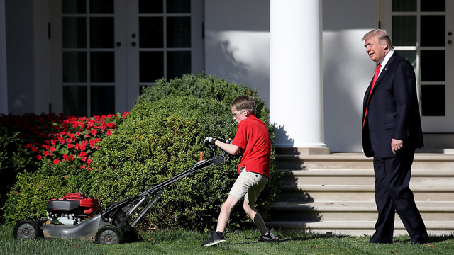 white_house-lawnmower_1513111652066.jpg21021208