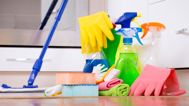 Natural DIY cleaning solutions