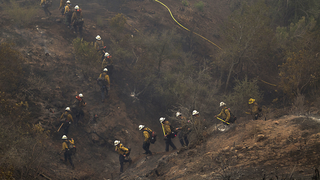 Firefighters in Thomas Fire23857202