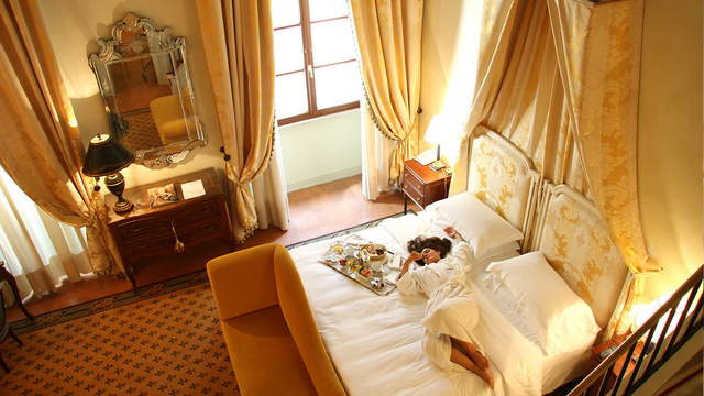 Tips to save money on hotels