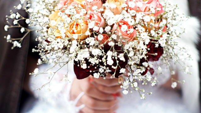 How to find cheap wedding flowers