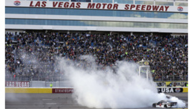 Harvick dominates Vegas, wins 2nd in row